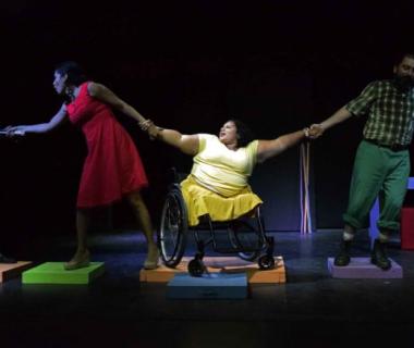 Radio Tormenta, una obra de teatro inclusiva, se roba el show en diversos escenarios de Centroamérica.
