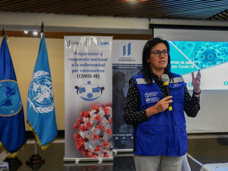 La Organización Mundial de la Salud (OPS) colabora en los países de América en la capacitación y preparación contra la pandemia COVID-19. En la foto, capacitación de la OPS en Guatmemala sobre COVID-19